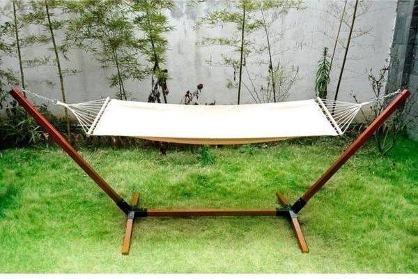 Conseils Attacher un hamac entre 2 arbres ou canapé hamac gonflable